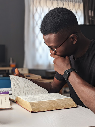 Sherin-Thawer-Studying-the-Bible